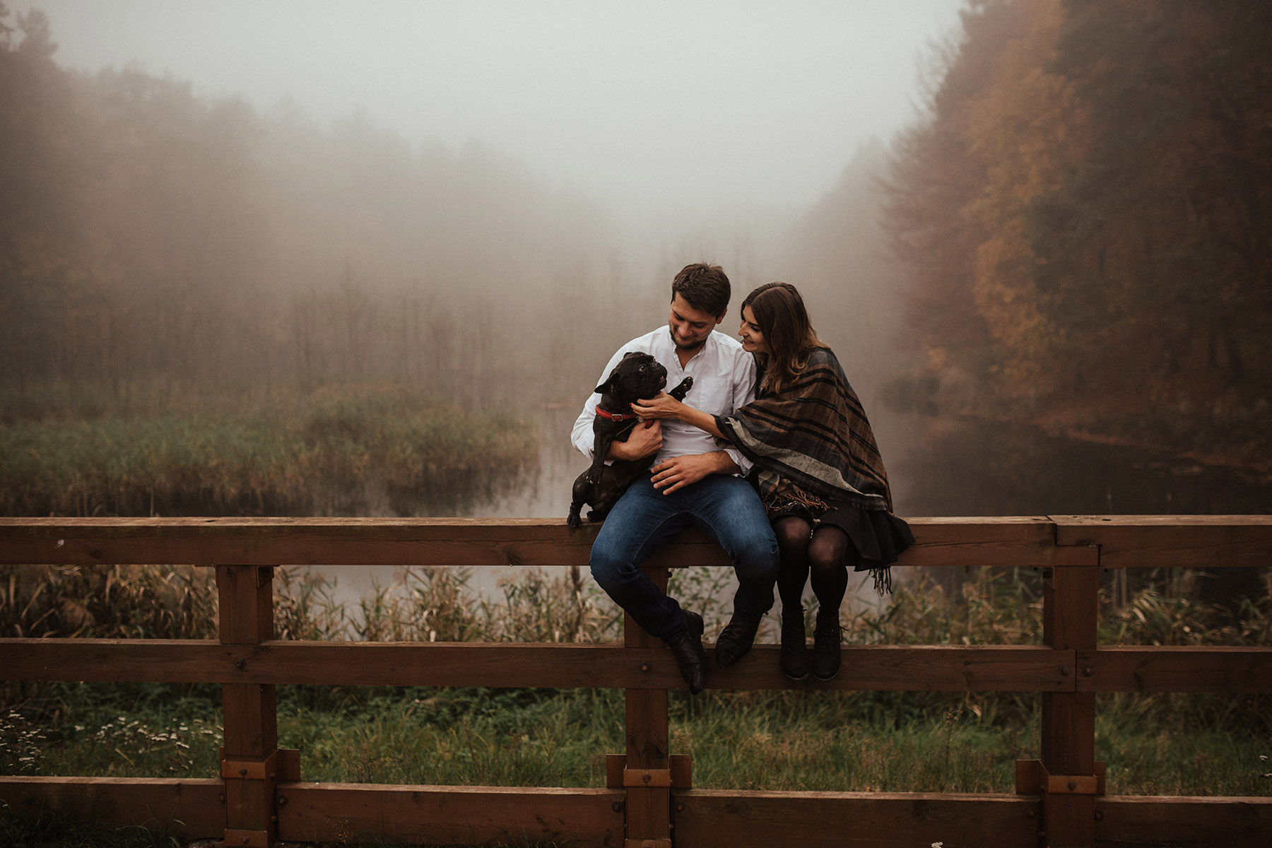 sesja narzeczenska, Złoty Potok, Tomasz Konopka, fotografia ślubna tomasz konopka , sesja w mgle, narzeczeni